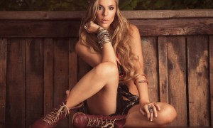 sarah-blonde-bench-boots foto